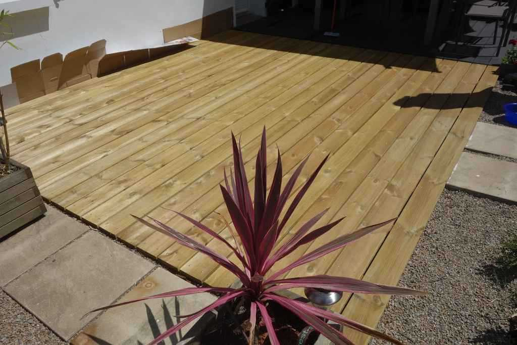 terrasse en pin avant application du saturateur